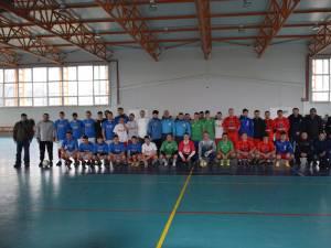 Poza de grup cu echipele participante la turneul de la Vicovu de Jos