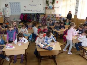 """Şcoala Gimnazială Nr. 1 a primit vizita preşcolarilor de la grădiniţele """"Aşchiuţă"""", """"Maria Montessori"""", """"Pinochio"""" şi """"Sf. Ioan cel Nou"""""""
