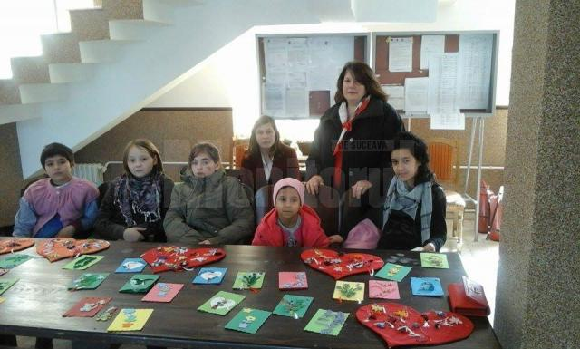 Expoziţii de mărţişoare şi felicitări, de 1 Martie, organizate în centre de plasament