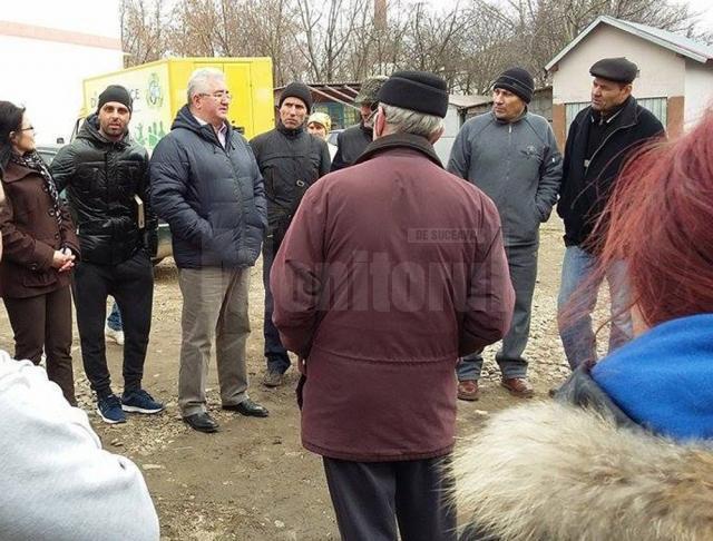 Discuţii cu locuitorii de pe strada Florilor, din zona Gării Burdujeni
