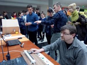 Sesiune de experimente pentru elevii din Botoşani, susţinută de Universitatea Suceava