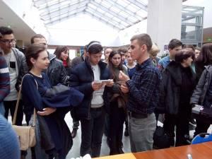 Sesiune de experimente pentru elevii din Botoşani, susţinută de studenţi şi profesori ai USV