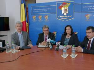 Maria Andrieş, preşedintele CA Suceava, împreună cu membri CSM