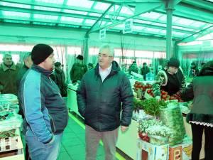 Primarul Ion Lungu a inspectat sectorul A al Pieţei Centrale, dat în folosinţă după lucrările de modernizare
