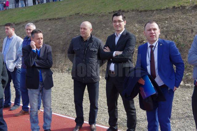 Preşedintele FRF Răzvan Burleanu a fost prezent ieri pe terenul sintetic al Liceului cu Program Sportiv Suceava, dar şi în căminul acestui liceu