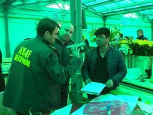 Inspectorii ANAf au verificat emiterea bonurilor de casă la vânzarea florilor Au fost luate la verificat şi actele de provenienţă a mărfii