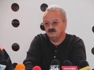 Fostul manager al Serviciului de Ambulanță Județean Suceava, dr. Daniel Martiniuc, și-a luat ieri adio de la instituția în care a lucrat și pe care a condus-o în ultimii 24 de ani