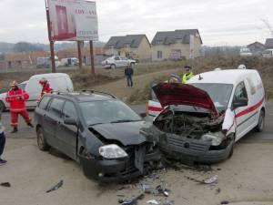 Impactul dintre cele două maşini a fost violent
