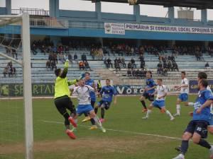 Partida dintre Rapid şi Farul Constanţa, disputată miercuri după-amiază, pe stadionul Areni, s-a încheiat nedecis, 2-2