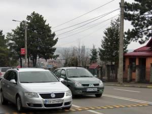 """""""Spinări de măgar"""" montate la cele mai periculoase treceri de pietoni din Suceava"""