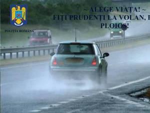 Recomandări pentru siguranţa circulaţiei rutiere în condiţii de ploaie