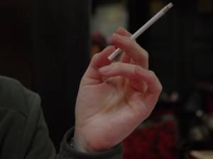 Interzicerea fumatului în spațiile publice închise a determinat proprietarii de baruri şi restaurante să solicite aprobare de a deschide terasele