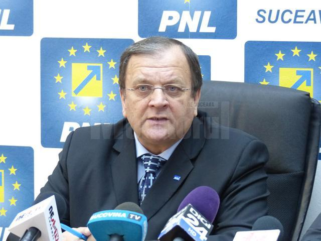 Preşedintele Organizaţiei Judeţene a PNL, senatorul Gheorghe Flutur