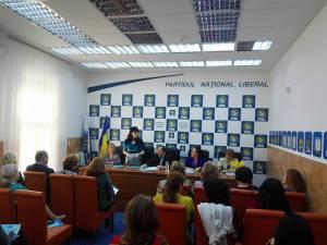 """Dezbaterea proiectului """"Agenda femeii din România"""" a avut loc la sediul PNL Suceava"""