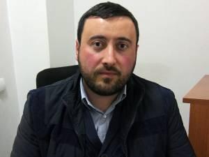 Viceprimarul comunei, Valentin Luţa, îl acuză pe primarul Gheorghe Sbiera că nu s-a îngrijit de plata facturilor la energia electrică