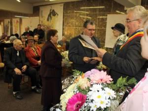"""""""Cuplurile de aur"""" ale Sucevei au fost răsplătite cu diplome de fidelitate, buchete de flori şi premii băneşti"""