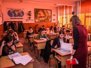 """Concurs de limbă franceză pentru elevii din judeţ, la Colegiul """"Petru Muşat"""""""