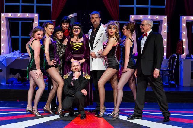 """Spectacolul """"Un altfel de cabaret"""" cu Aurelian Temişan, Monica Davidescu, Ozana Barabancea, pe scena suceveană"""