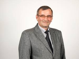 Primarul din Moara, Constantin Prodaniuc, a anunţat că pe toată lungimea drumului 71, care străbate satele Moara Nică şi Moara Carp, vor fi construite reţele de canalizare şi de gaz metan