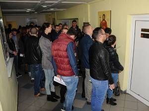 Holul IPJ Suceava s-a umplut de tineri dornici să devină agenţi de poliţie