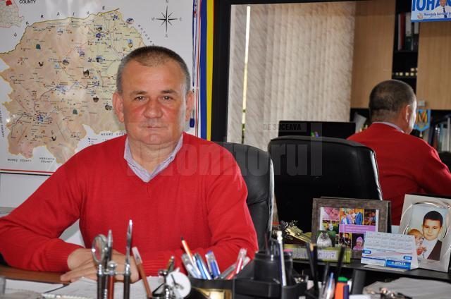 """Primarul Viorel Cucu: """"Investiţia se va finaliza în data de 30 iunie 2016, însă totul depinde de constructor, care mai are de executat 5,5 kilometri de conductă pe drumul naţional 29"""""""