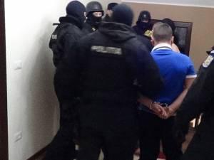 În februarie 2014, fraţii Bujanovschi au fost duşi la sediul Poliţiei municipiului Rădăuţi şi audiaţi, iar Cosmin Bujanovschi a fost reţinut pentru 24 de ore, iar ulterior eliberat