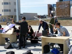 Echipajele de elevi şi-au mutat laboratorul de lucru pe platforma aeroportului din Salcea