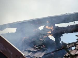 Un incendiu izbucnit la Arbore a cuprins mai multe gospodării