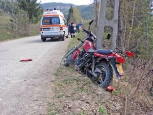 Bărbatul de 35 de ani şi-a pierdut viaţa după ce a intrat cu motocicleta într-un stâlp din beton