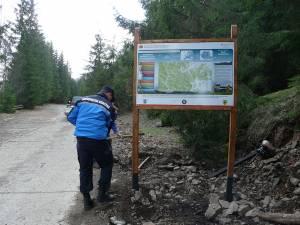 """Noi panouri de informare turistică, amenajate în """"Călimani"""" şi în rezervaţia """"Pietrele Doamnei"""" de către jandarmi"""