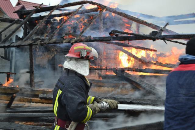 Un incendiu izbucnit la Arbore a cuprins mai multe gospodării Foto: Alin Găleată - ISU Suceava