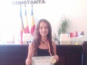 """Daniela Petrovici, elevă în clasa a XII-a în cadrul Colegiului Naţional """"Petru Rareş"""" Suceava"""