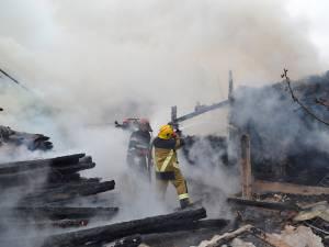 Focul s-a propagat cu repeziciune la toate cele patru gospodarii afectate din Arbore