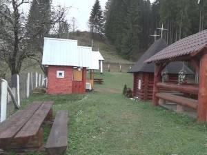Schitul pustnicului, aflat aproape de Ucraina, pe raza satului Costivela, comuna Ulma