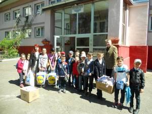 """Elevii şcolii din Salcea au oferit daruri copiilor din Centrul """"Speranţa"""""""