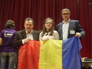 Ana-Maria Cotun, alături de prof. Marcel Porof şi insp. Bogdan Nistor