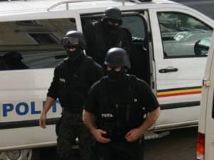 Cinci percheziţii la Rădăuţi şi Grănicești, într-un dosar de trafic de droguri