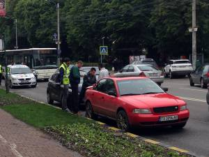 Accidentul de ieri, al treilea produs pe strada Ştefan cel Mare, în interval de două zile
