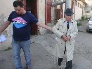 Alexandru Mireuţă, în vârstă de 83 de ani, arestat sub acuzaţia că a violat, împreună cu doi minori, o fată în vârstă de 15 ani