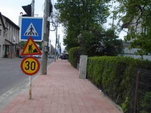 Lucrările de modernizare a străzii Zamcei au fost finalizate la trotuare, urmând să fie turnat şi covor asfaltic, pe 8000 de mp