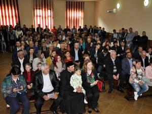 Locuitorii din Sadova au venit în număr mare la întâlnirea cu Gheorghe Flutur şi Mihai Constantinescu
