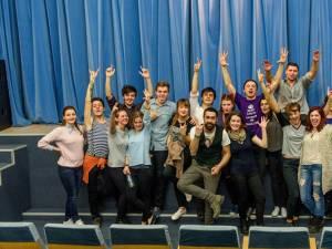 """Trupa de teatru studenţesc """"Fabulinus"""". Foto: Constantin Adrian"""