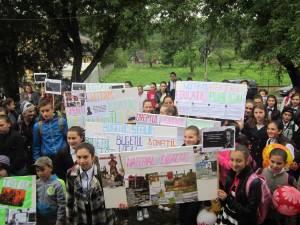 Activităţi educaţionale la Pârteştii de Sus, cu participarea a peste 200 de persoane