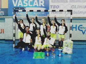 """Echipa Școlii Gimnaziale """"Dimitrie Onciul"""" din Straja a câştigat titlul de campioană naţională la fotbal feminin Olimpiada Gimnaziilor"""