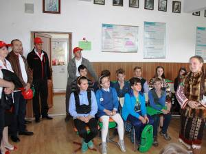 E.ON România a donat 30 de calculatoare şcolilor gimnaziale din Izvoarele Sucevei şi Ciocăneşti