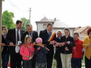 Primarul comunei Păltinoasa, Dumitru Cristian Carpiuc, la inaugurarea şcolii