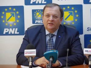Preşedintele Organizaţiei Judeţene a PNL, senatorul Gheorghe Flutur, candidatul liberalilor la şefia Consiliului Judeţean