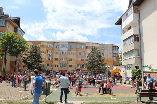 """Locul de joacă de lângă Biserica """"Sf. Andrei"""", din Burdujeni"""