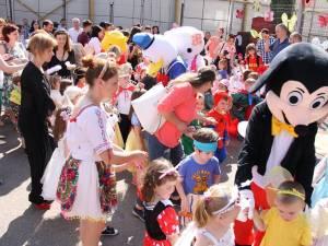 """Carnavalul prieteniei şi solidarităţii, la Grădiniţa """"1, 2, 3"""" Suceava"""