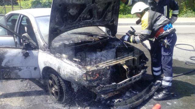 Chiar dacă pompierii au intervenit rapid, partea motorului nu a mai putut fi salvată